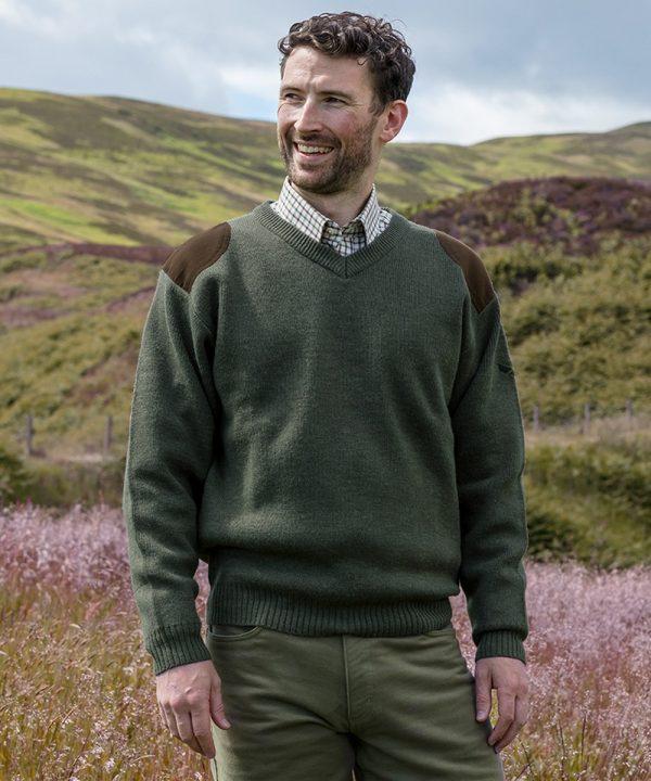 The Rantin Robin Hoggs of Fife Melrose V-Neck Hunting Pullover Model