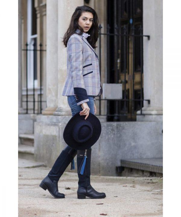 WThe Rantin Robin Windsor Fitted Jacket Model